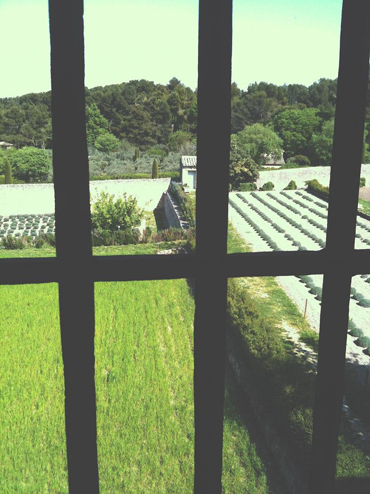 Trochu depresivní, leč krásný výhled z jeho pokoje