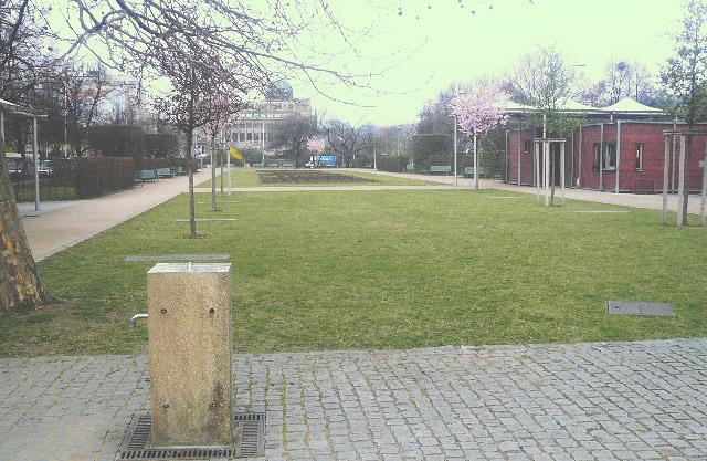 Možnost občerstvení v parku u ulice Lannova.