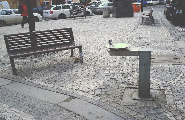 Nové pítko na ulici Vodičkova. Kde jinde by pítko mělo být :)