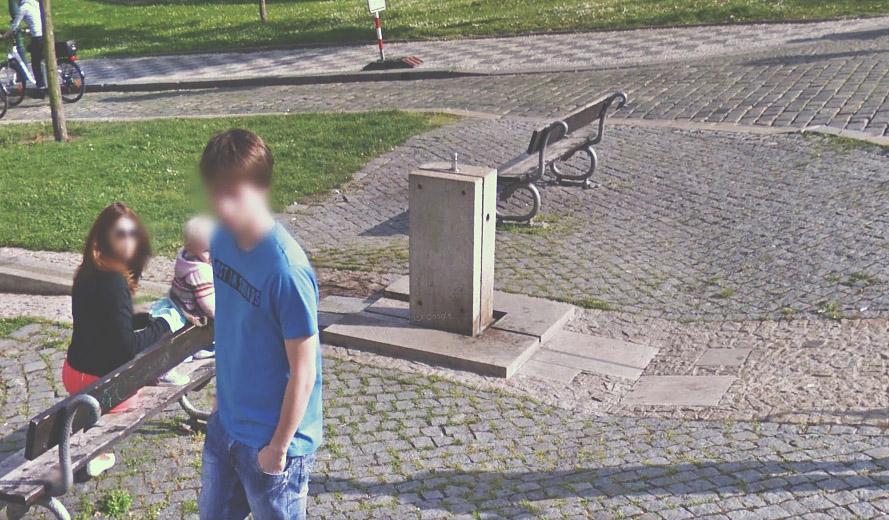Na začátku Petřínské terasy na ulici Hellichova je pítko s nezávadnou vodou.