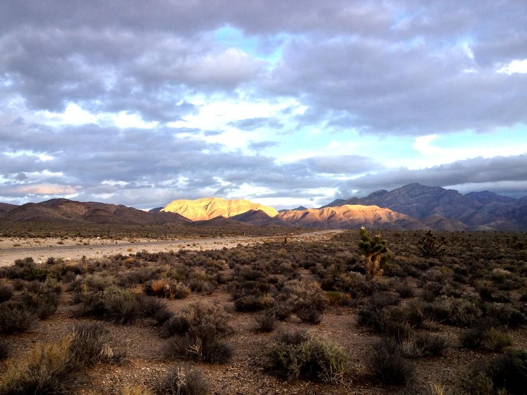 Hory obklopující komplex základni Area 51